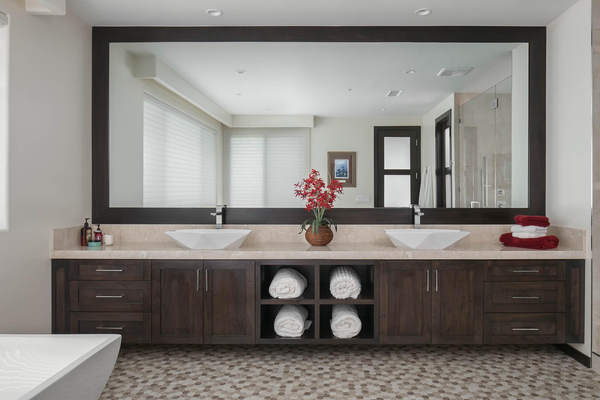 Custom_bathroom_transitional_wood_ptshaker_maple_toffeestain_01