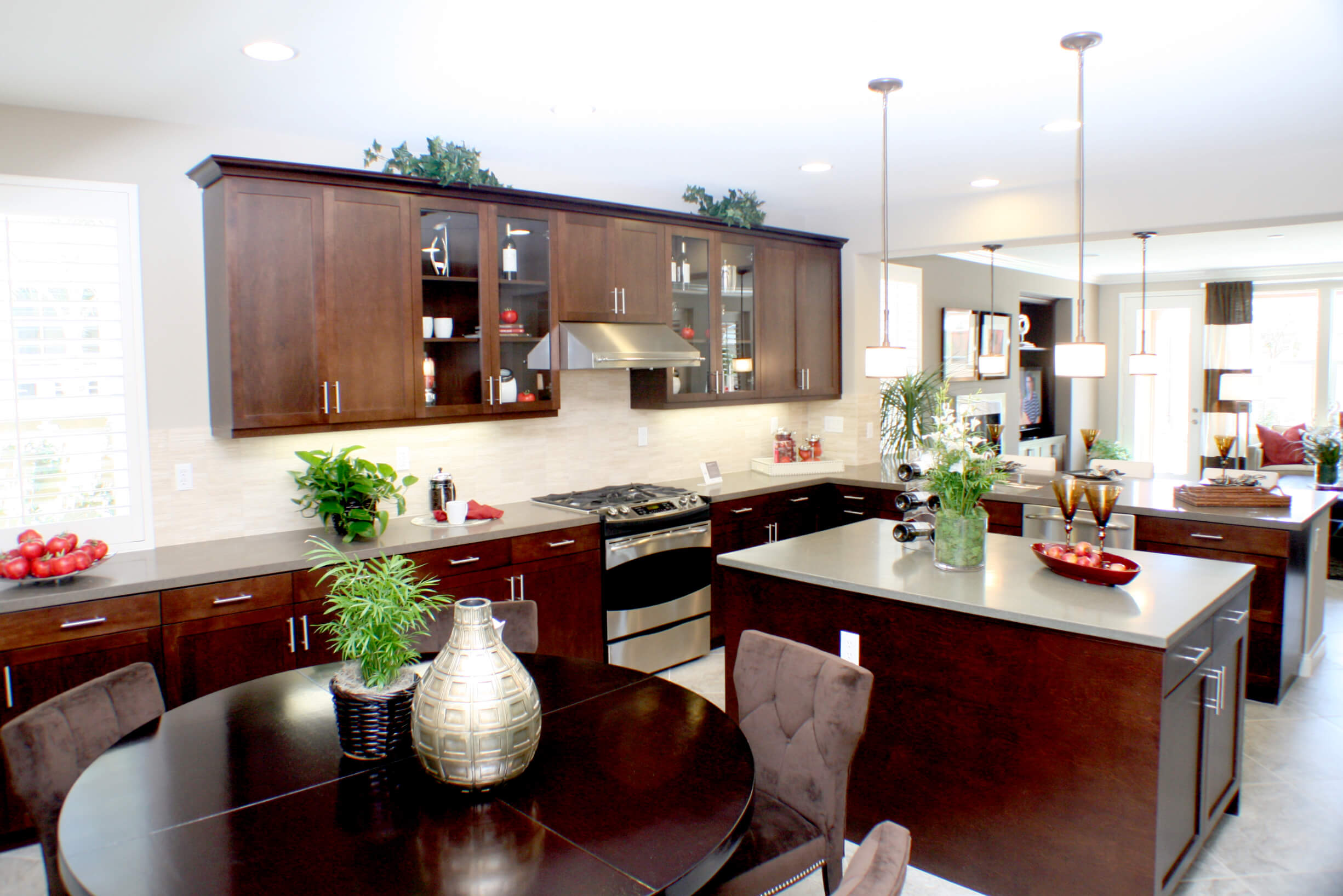 Production_kitchen_transitional_wood_ptshaker_maplewood_toffee_01